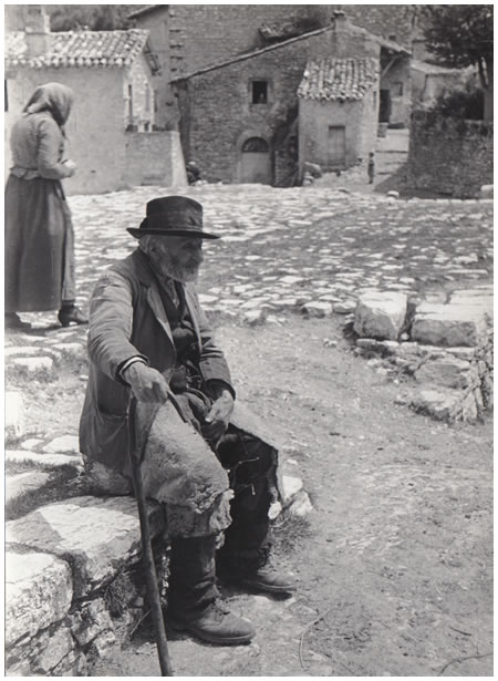 Hilde Lotz-Bauer photo of Scanno in the 1930s